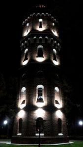 Водонапорная башня ночью