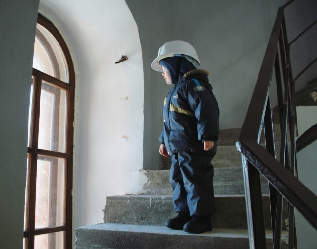 Ребенок в башне